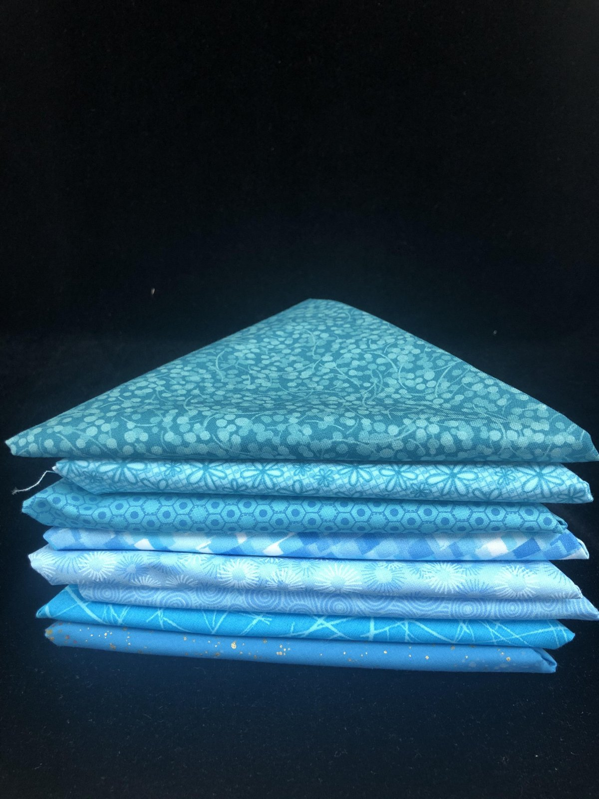 BLUEtiful (light) 8 Fat Quarter Bundle