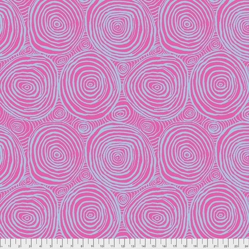 Kaffe Fassett Collective 2020: Onion Rings Wideback - Pink
