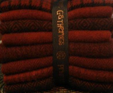 Wool Bundle Primitive Gatherings - St Nick