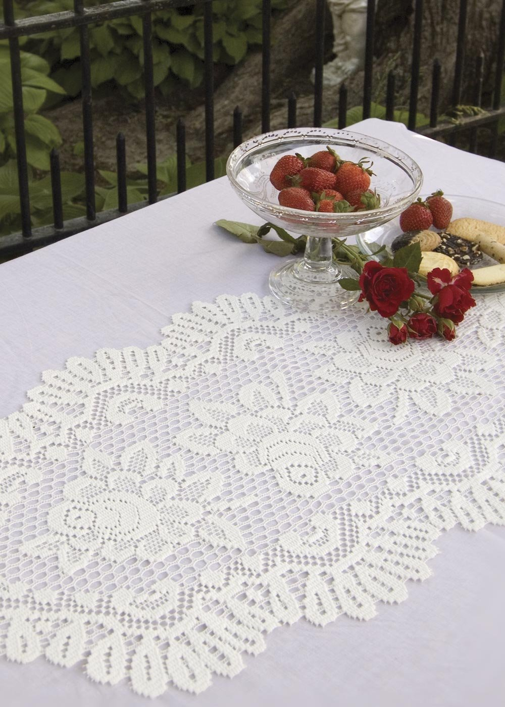 Heritage Lace ROSE TABLE RUNNER 15X 44