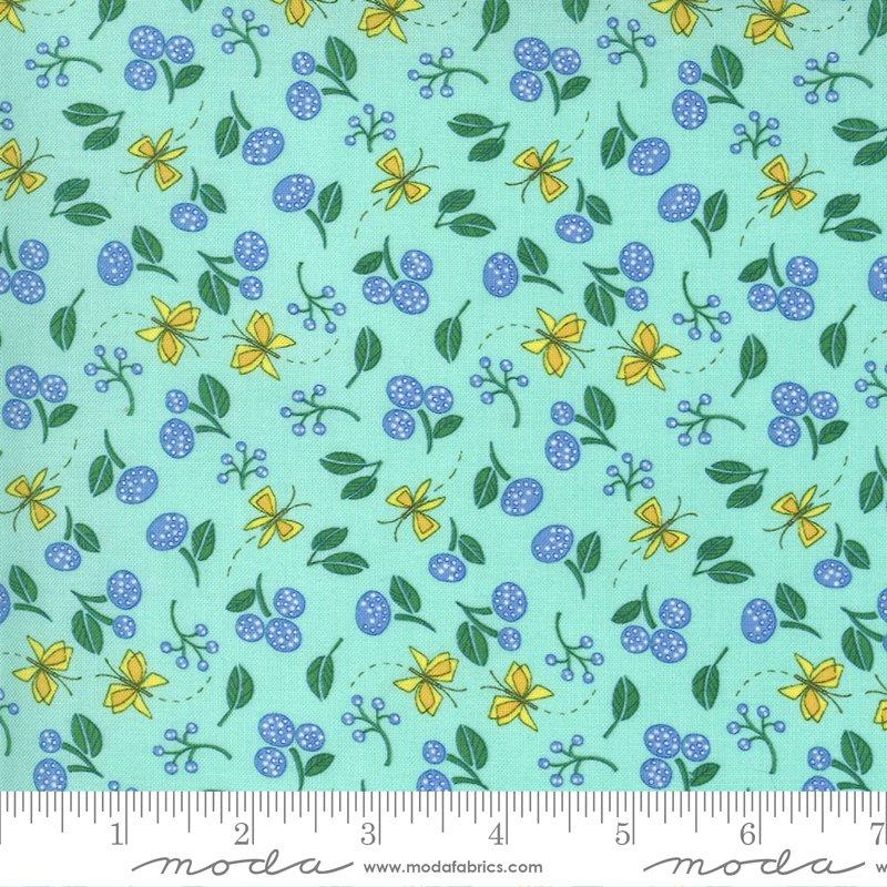 Moda Cottage Bleu Little Drawings Floral Butterfly - Dewdrop