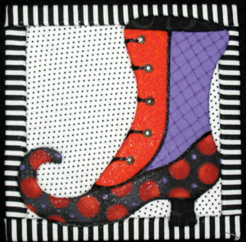 SALE Witch's Boot - No Sew Quilt Wall Hanging 6 x 6