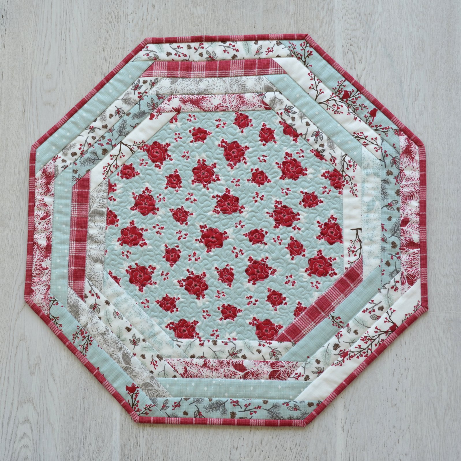 Centerpiece Tablemat - Winter's Lane