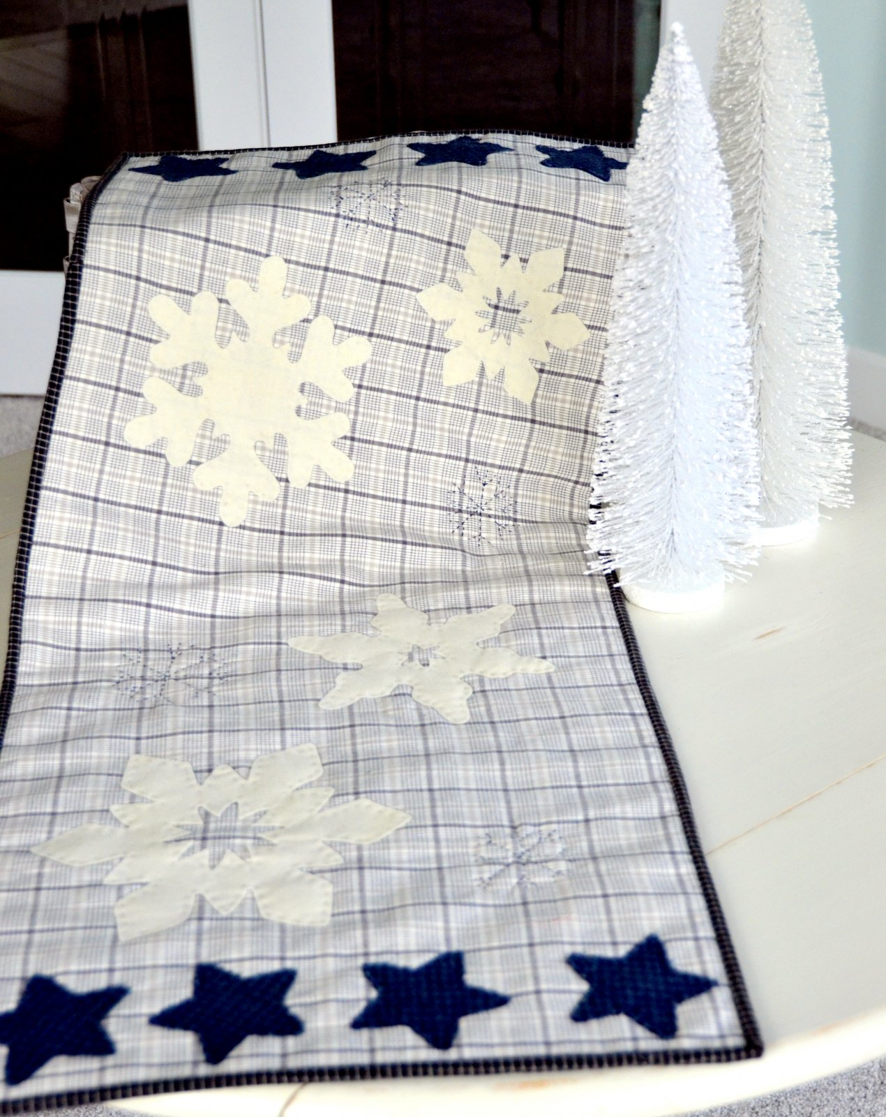 snowflake table decorations.htm snowflake tablerunner  snowflake tablerunner