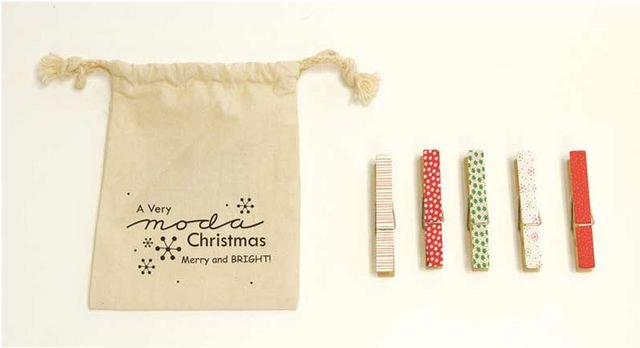 Clothespins Holiday Merry and Bright