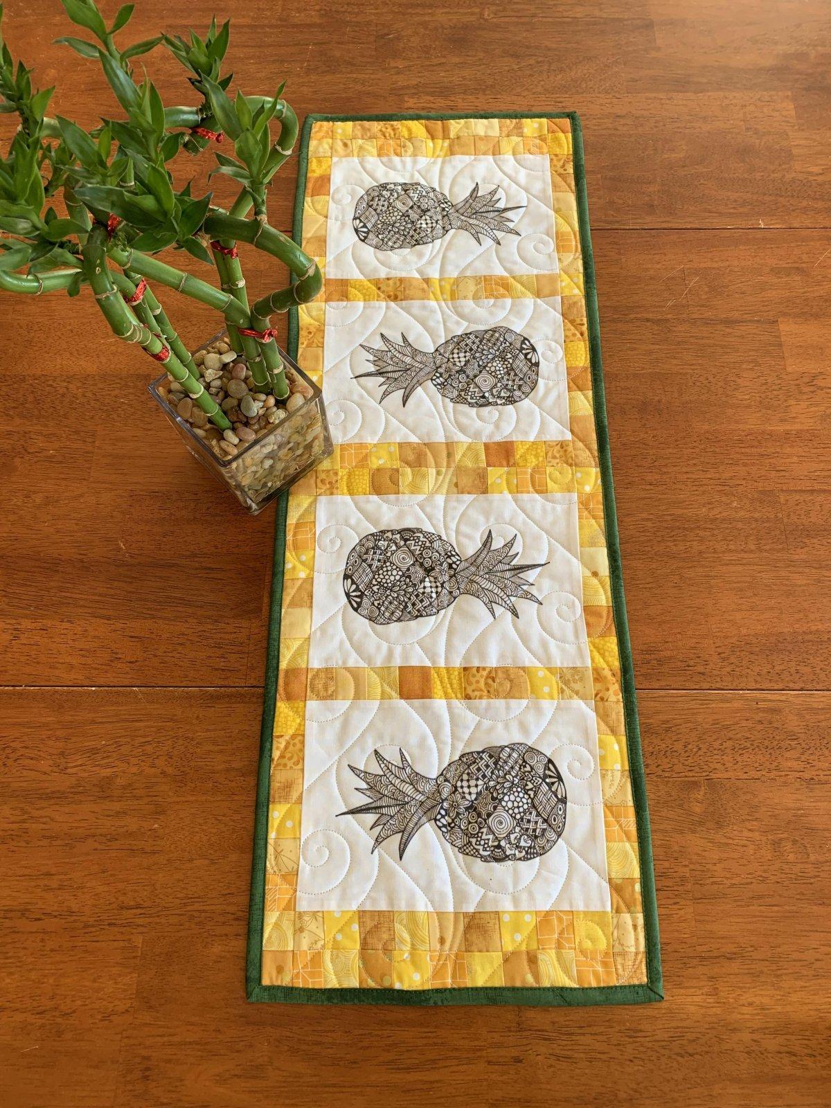 Zentangle Inspired Pineapple Table Runner Kit - RRQ Original