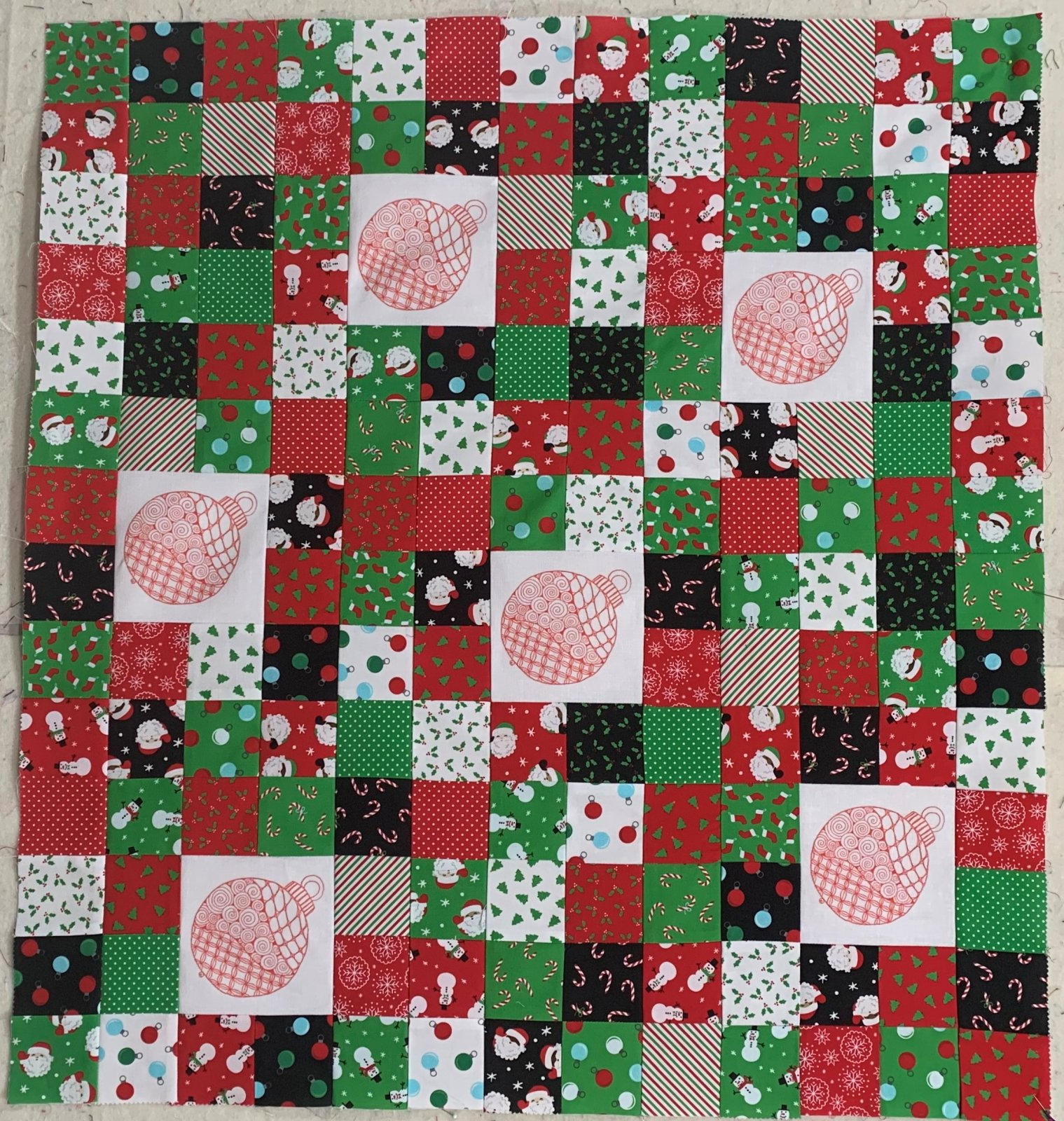 Zentangle Inspired Red Ornament Table Topper Kit - RRQ Original