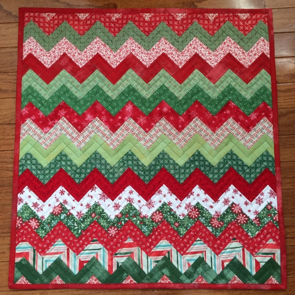 Zig Zag Christmas Table Topper Pattern - RRQ Original