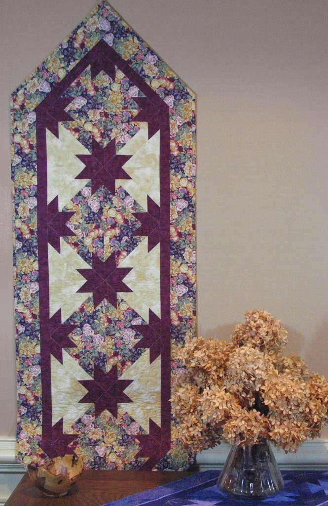 Hunter's Star Pointed Table Runner