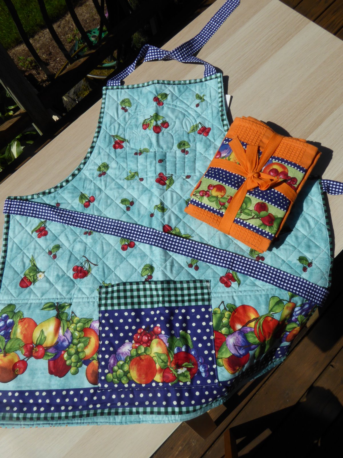 Quilted Fruilt Apron with 2 matching towels