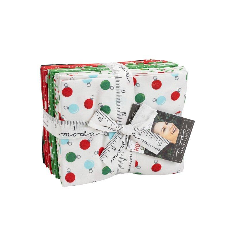 Moda Holiday Essentials 20740AB Christmas Fat Quarter Bundle
