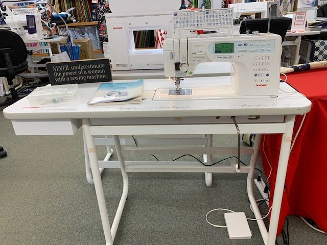 PRE-OWNED Janome Memory Craft 6600 with Industrial Table