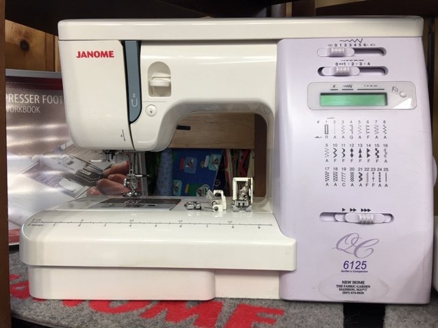 PRE-OWNED Janome 6125 QC Quilters Companion with Bonus Feet Package