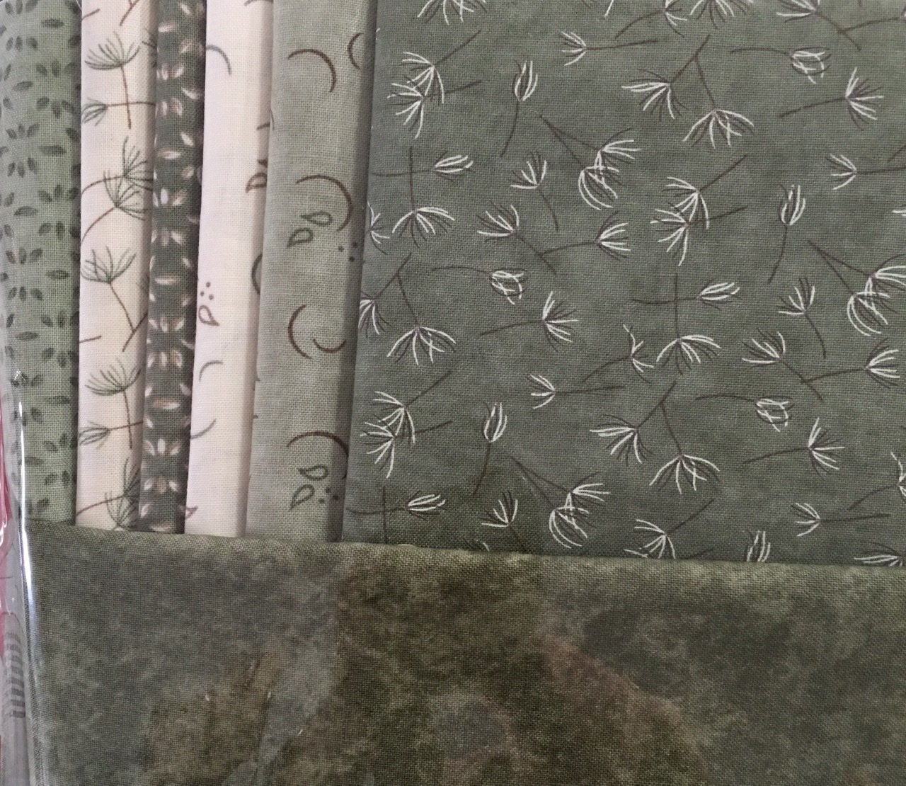Baby Cot Quilt vintage green and cream