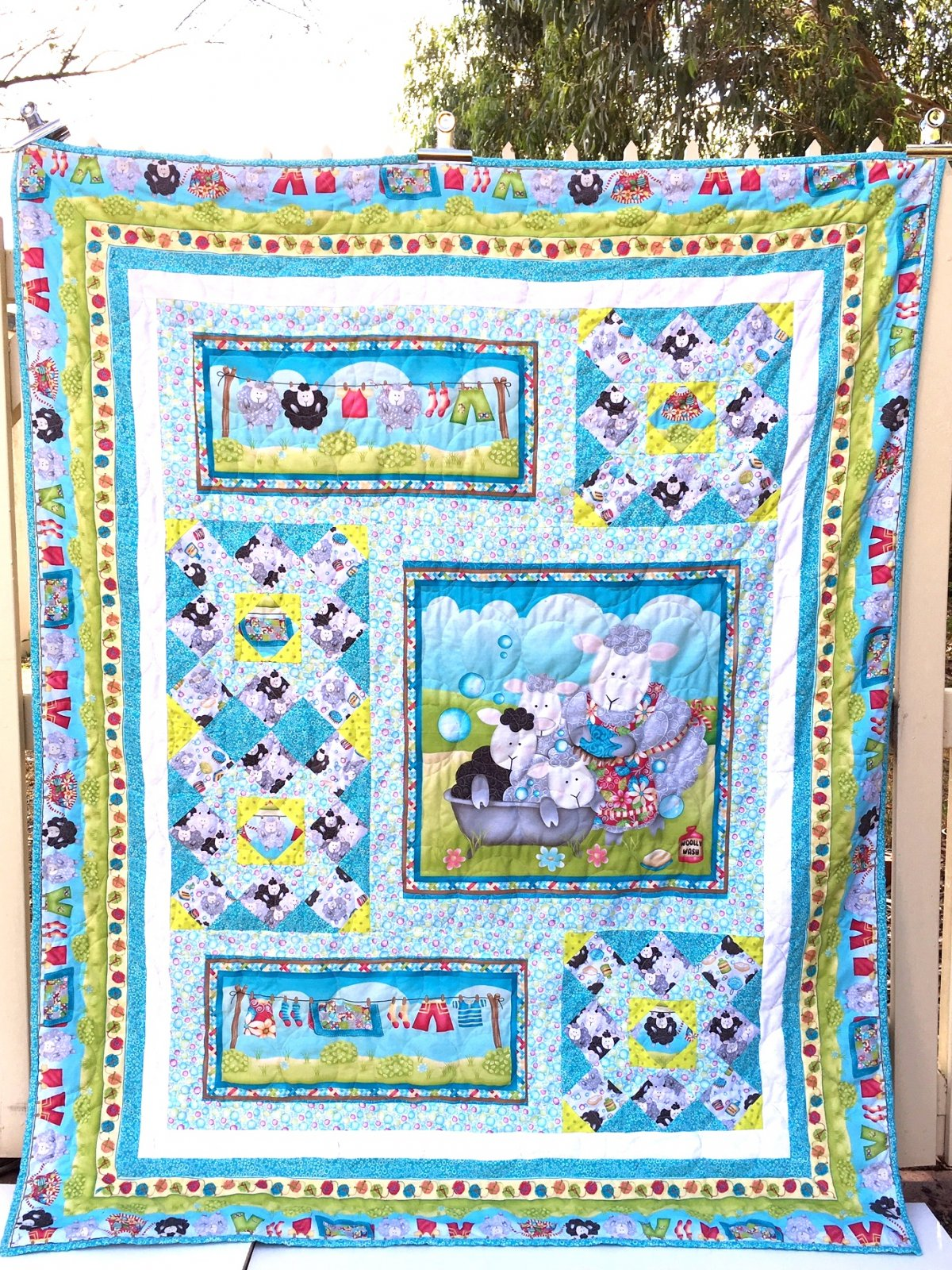 Splish Splash single bed quilt