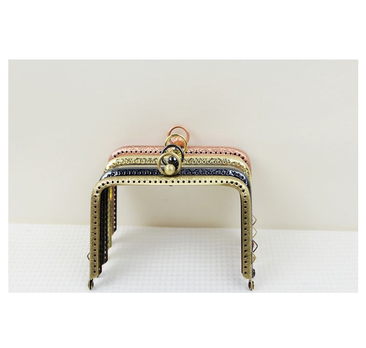 Purse frame with kiss clasp