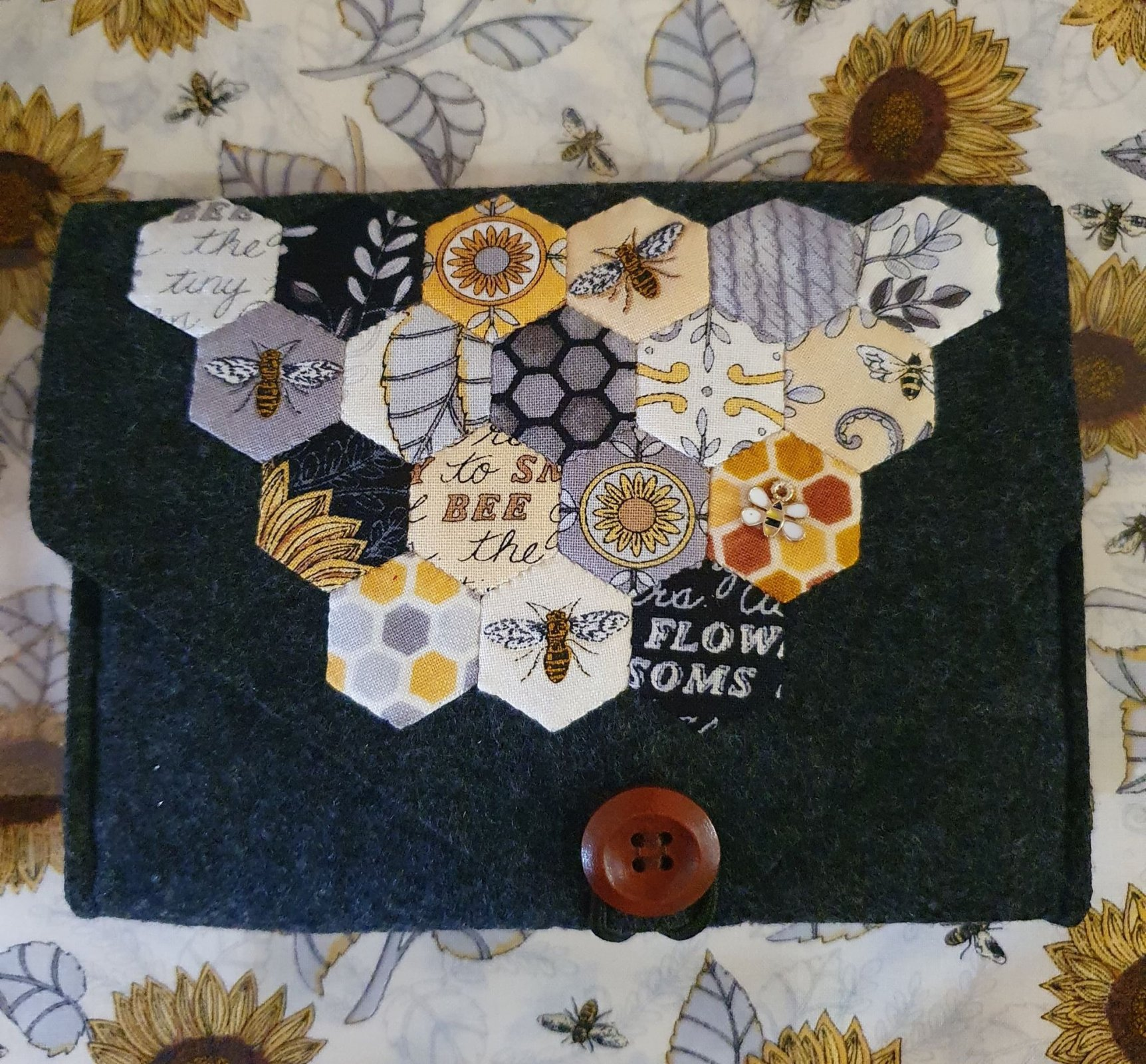 Bee Grateful Felted Pouch kit