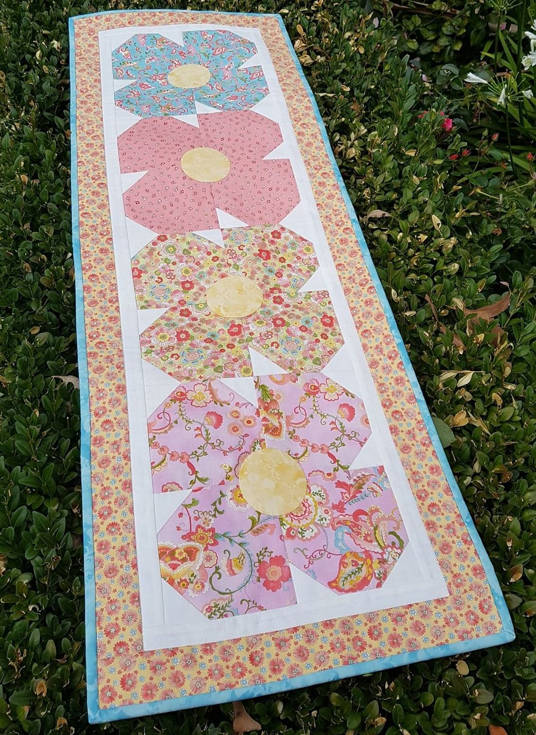 Coco's Flowers Table Runner kit