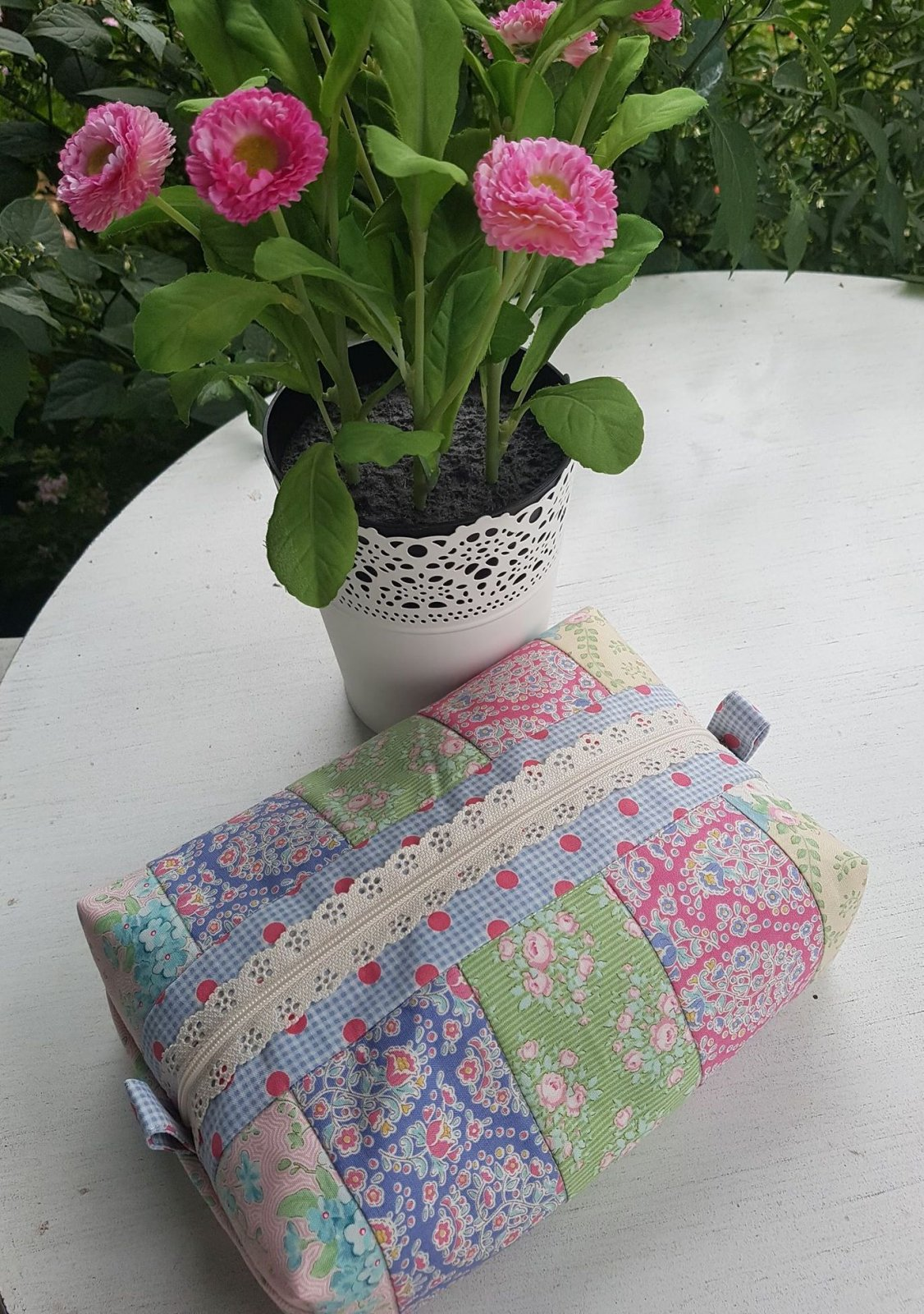 Floral Strips Large Pencil Case kit