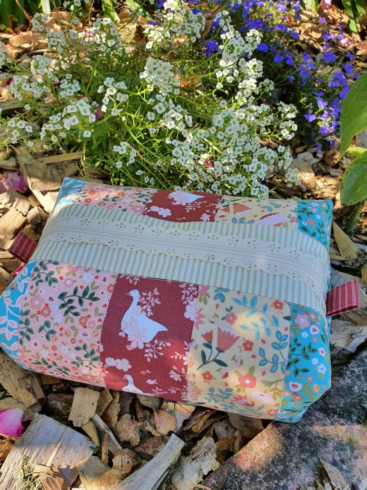 Floral Strips Pencil Case kit