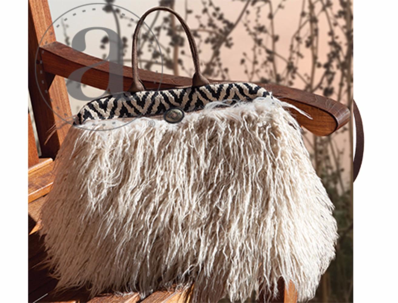 Atenti Maude Llama Bag