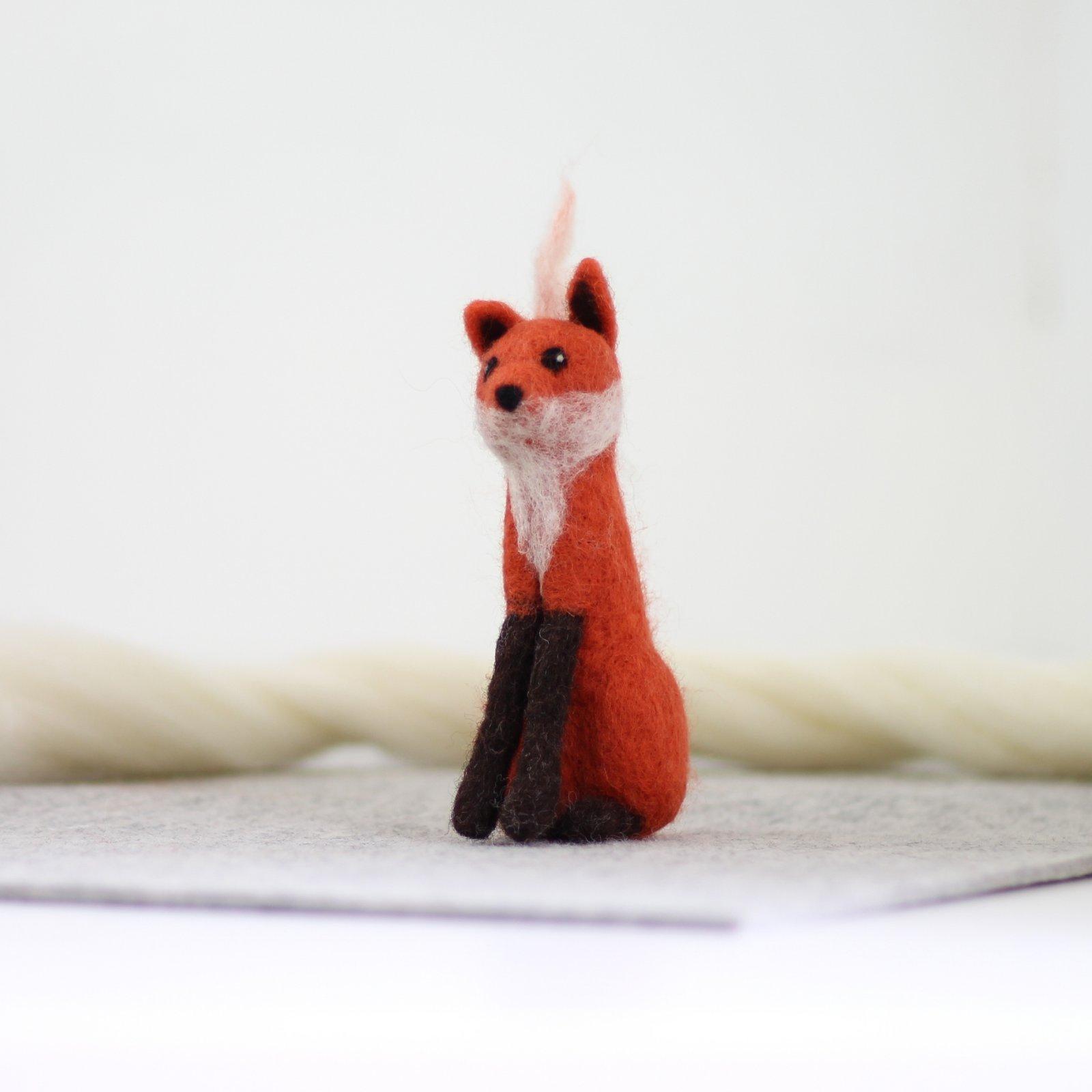 Hawthorn Handmade Fox Needle Felting Kit