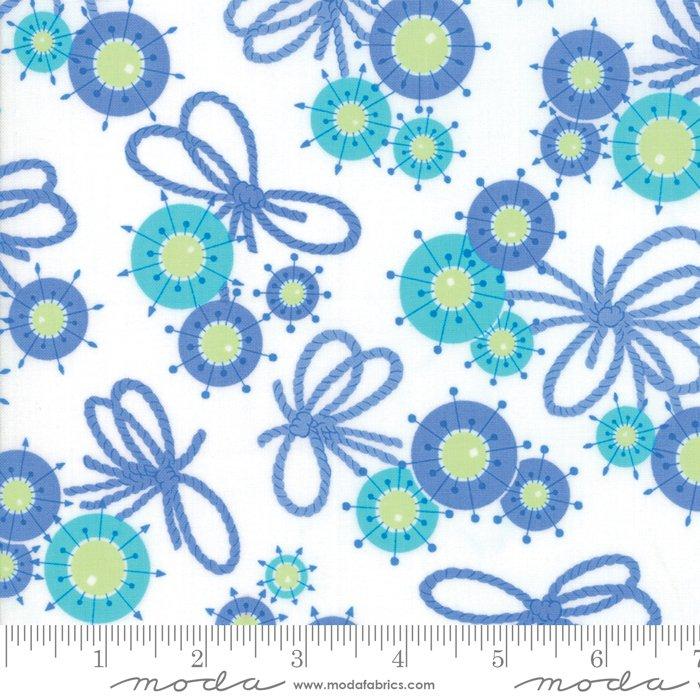 Me & My Sister Designs by Moda - Flower Sacks - Flower Yarn Ties Light Blue