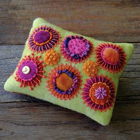 Circle Play Pincushion Kit (Incl. all threads) (Sue Spargo)
