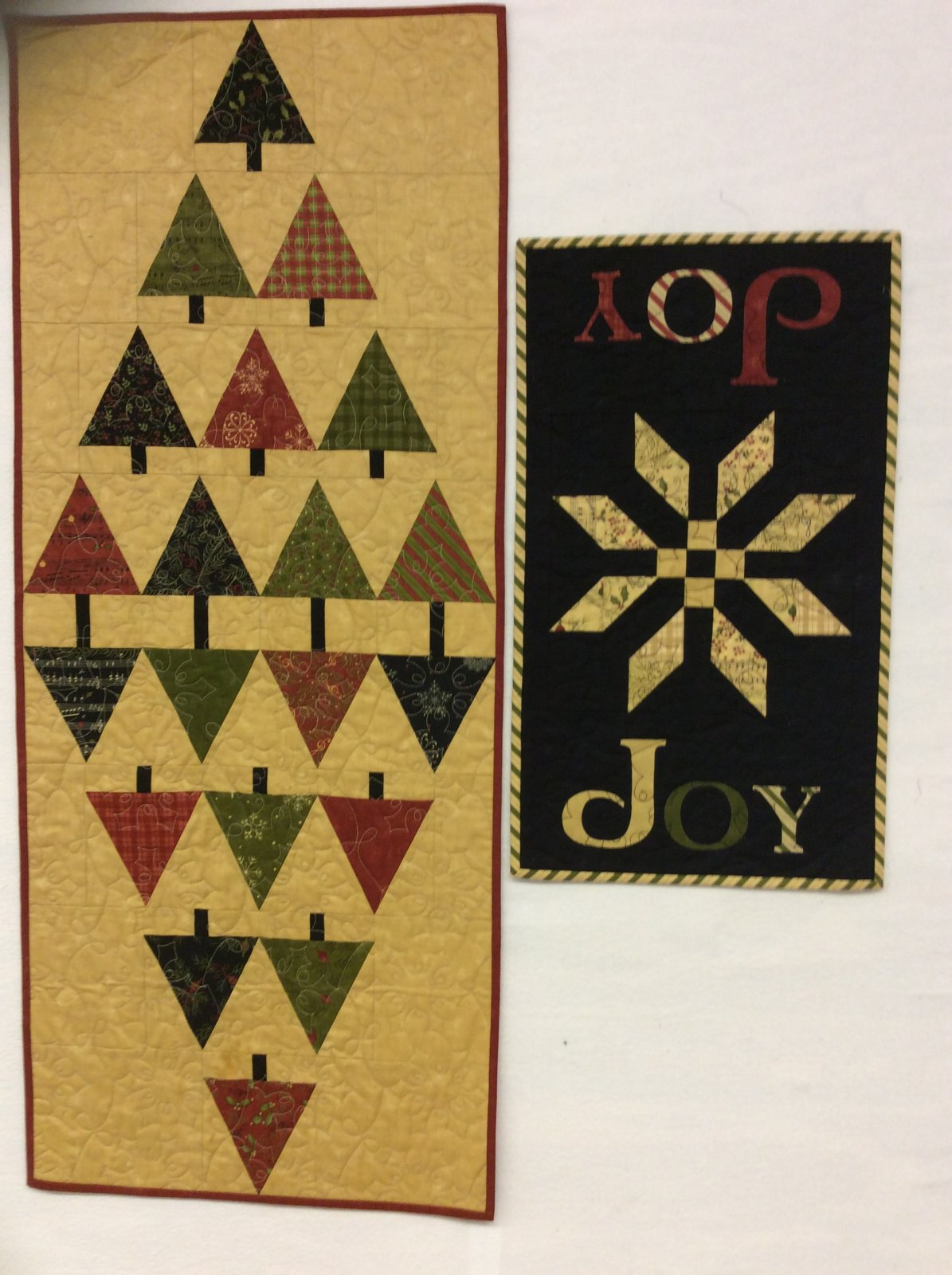 Glad Tidings Runner and Joy Quilt