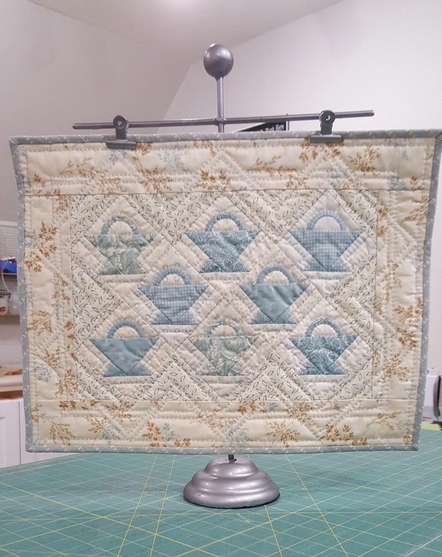 Metal Quilt Stand with Double Clips by Riley Blake