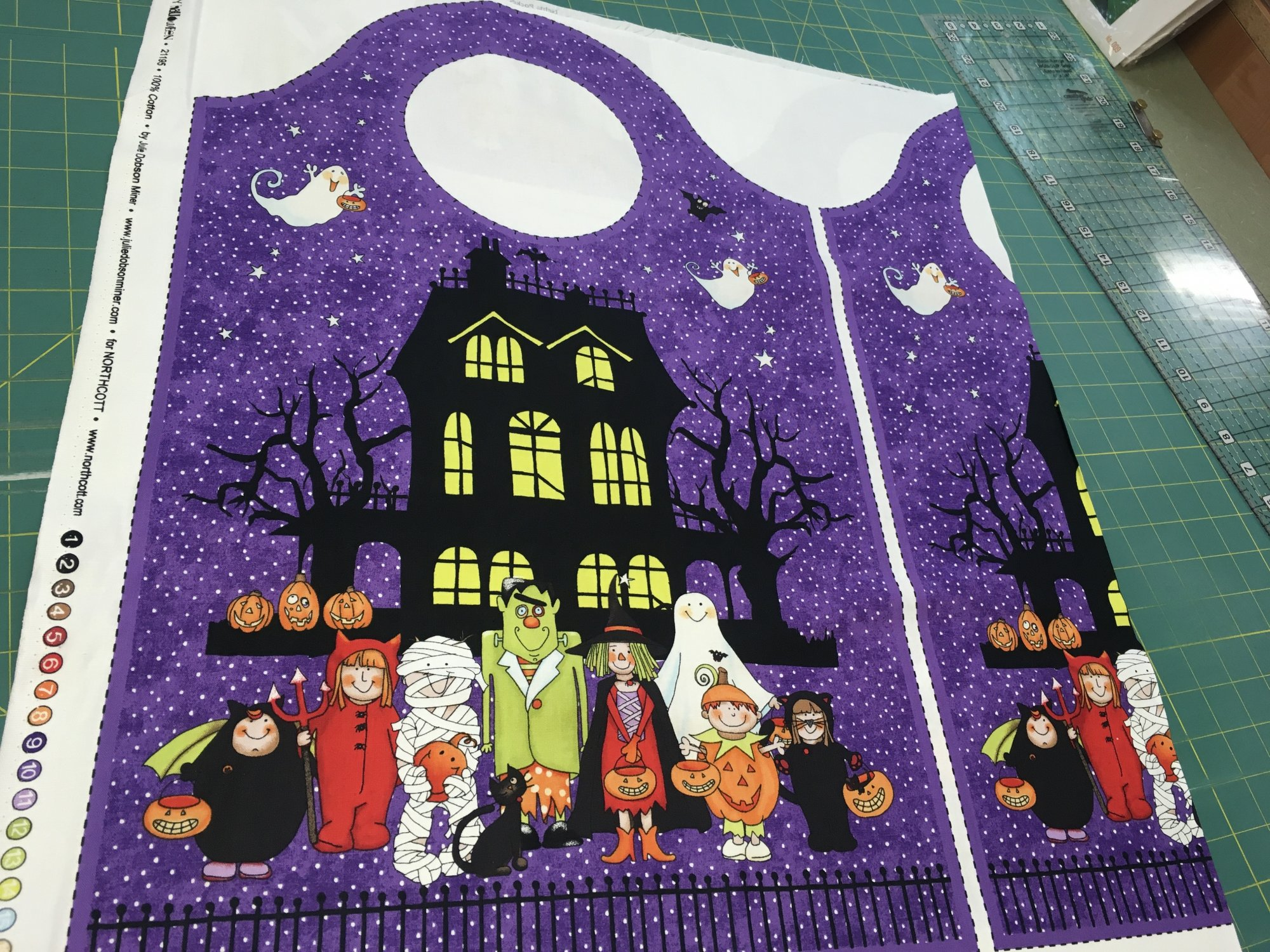 HAPPY HALLOWEEN TREAT BAG PANEL 21195 by Northcott