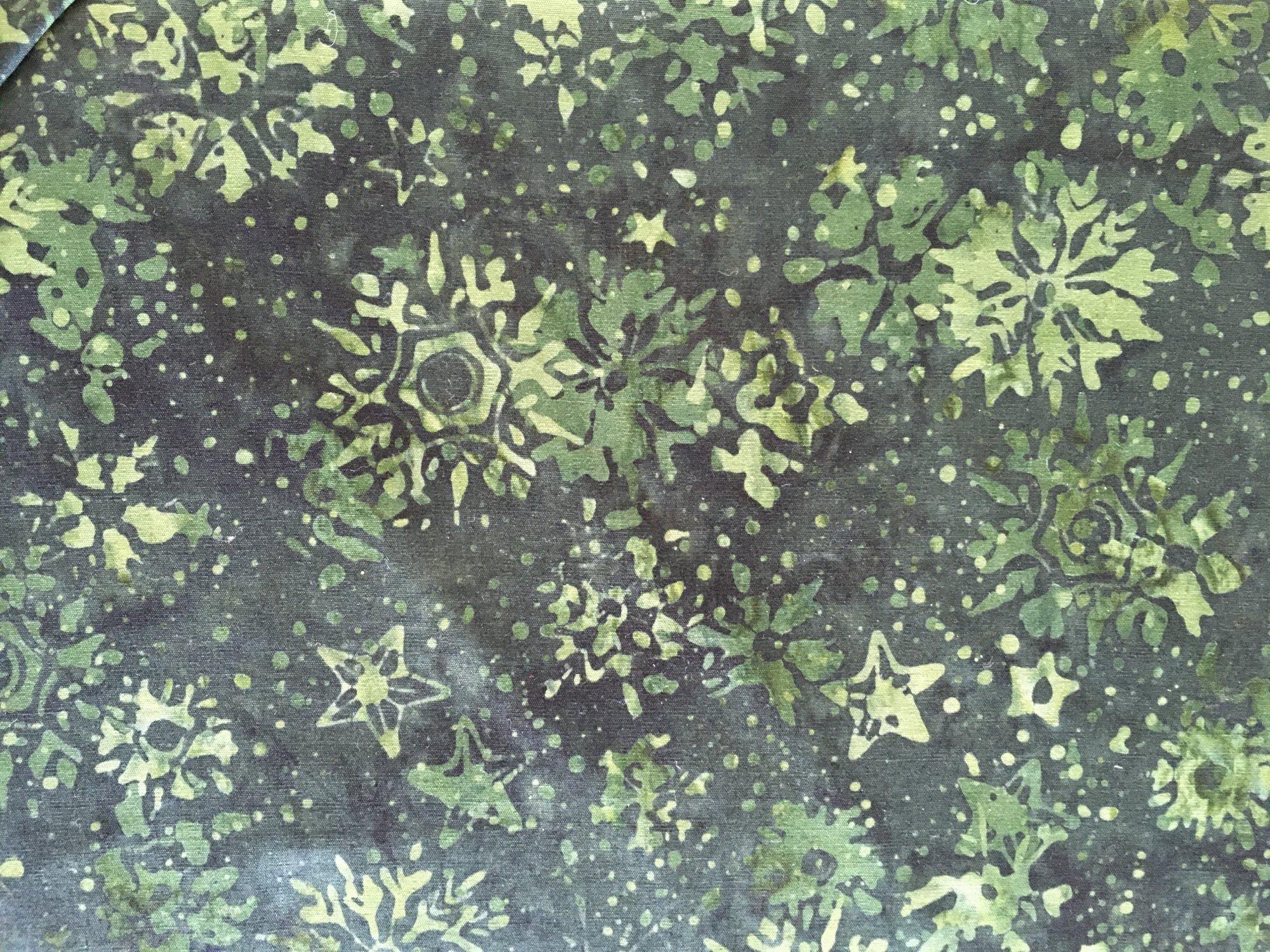 BATIK SNOWFLAKES GREEN HS14AA2 Island Batik
