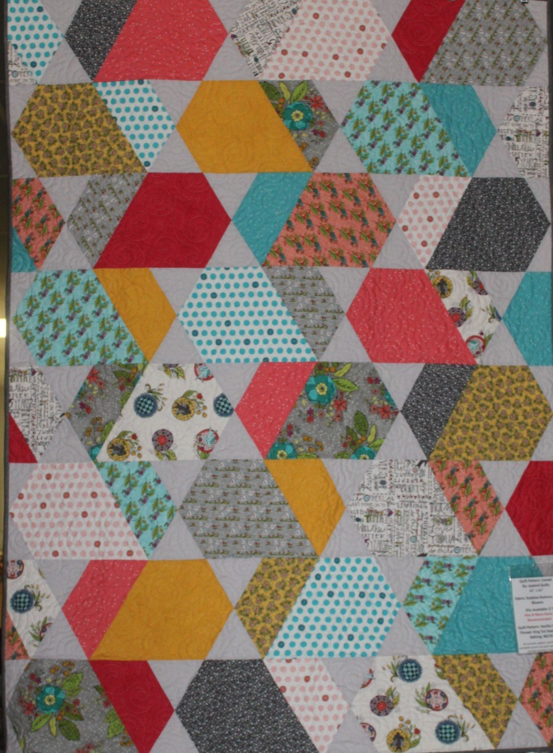Bubbies Buttons and Blooms Comet Quilt Kit