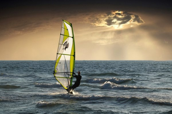 5 tips on buying a windsurf board