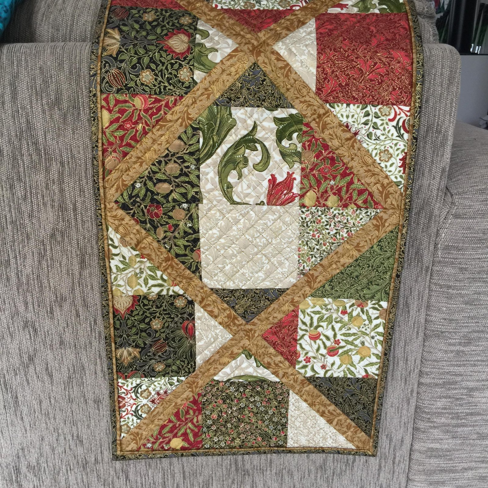 Nine Patch Crossings Table Runner Kit - Morris Holiday