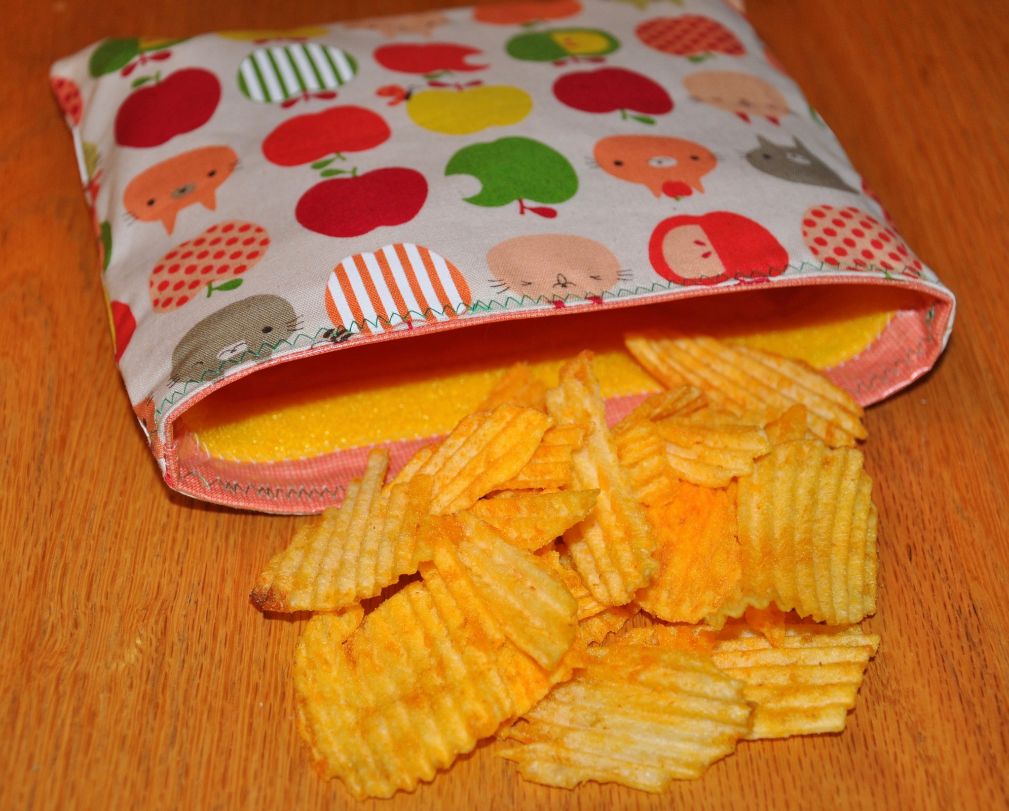 Apple Cats Reusable Snack Bag Kit