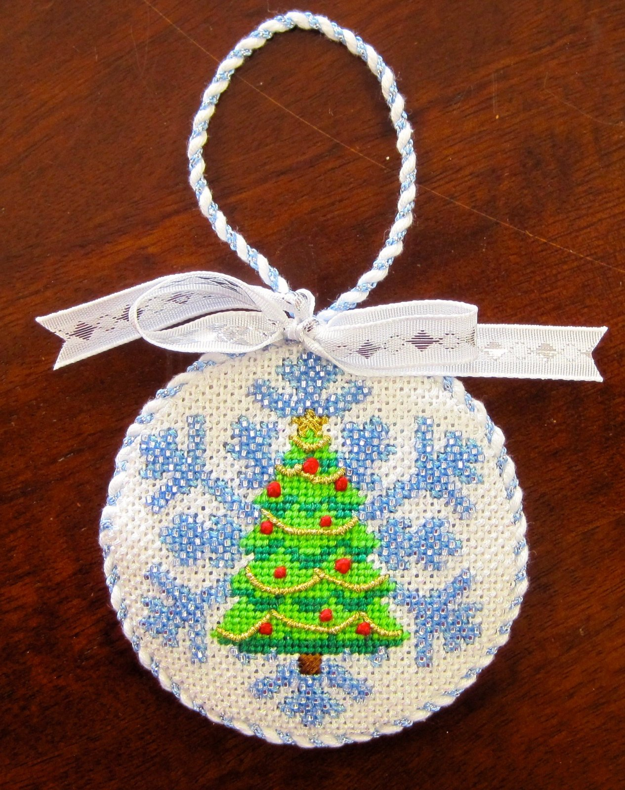 Christmas Tree Beaded Snowflake Stitch Guide