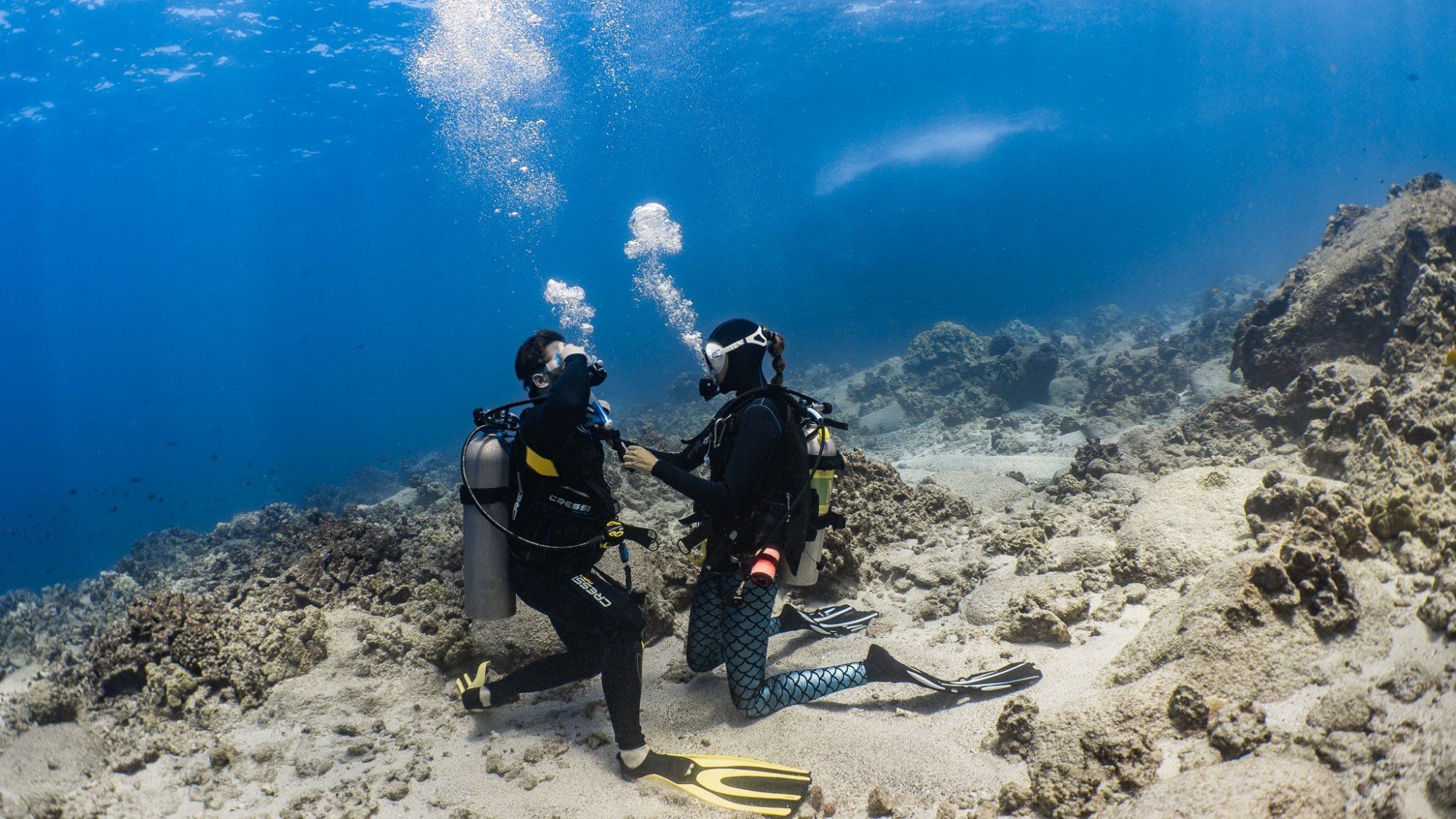 open water referral student learning to scuba dive in Kona, Hawaii
