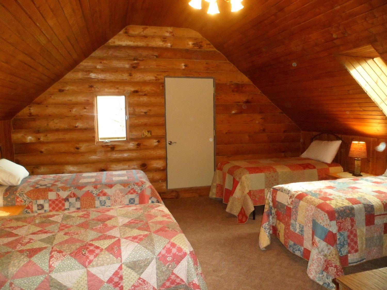 Log Cabin Retreat for Six : quilt peddler fennimore wi - Adamdwight.com