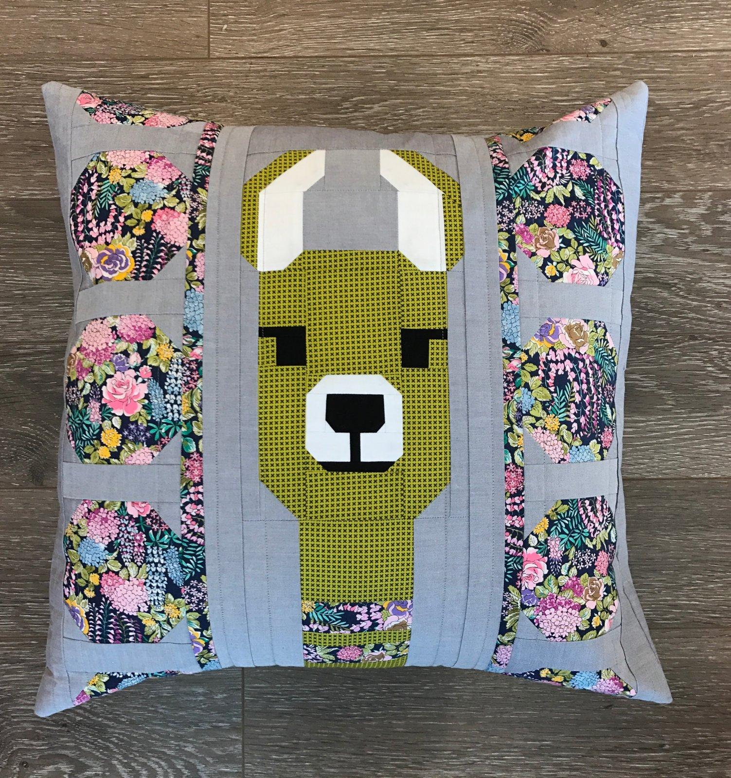 Lola Llama Green Pillow Kit- Elizabeth Hartman