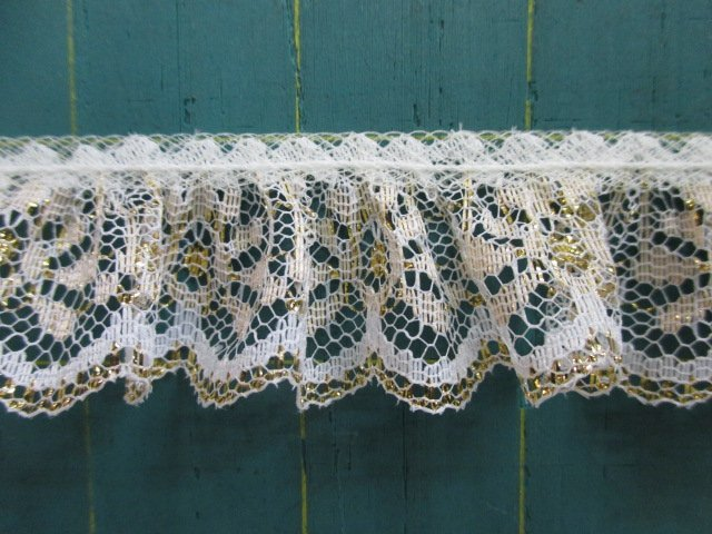 1 Golden Ruffled Lace (30261)