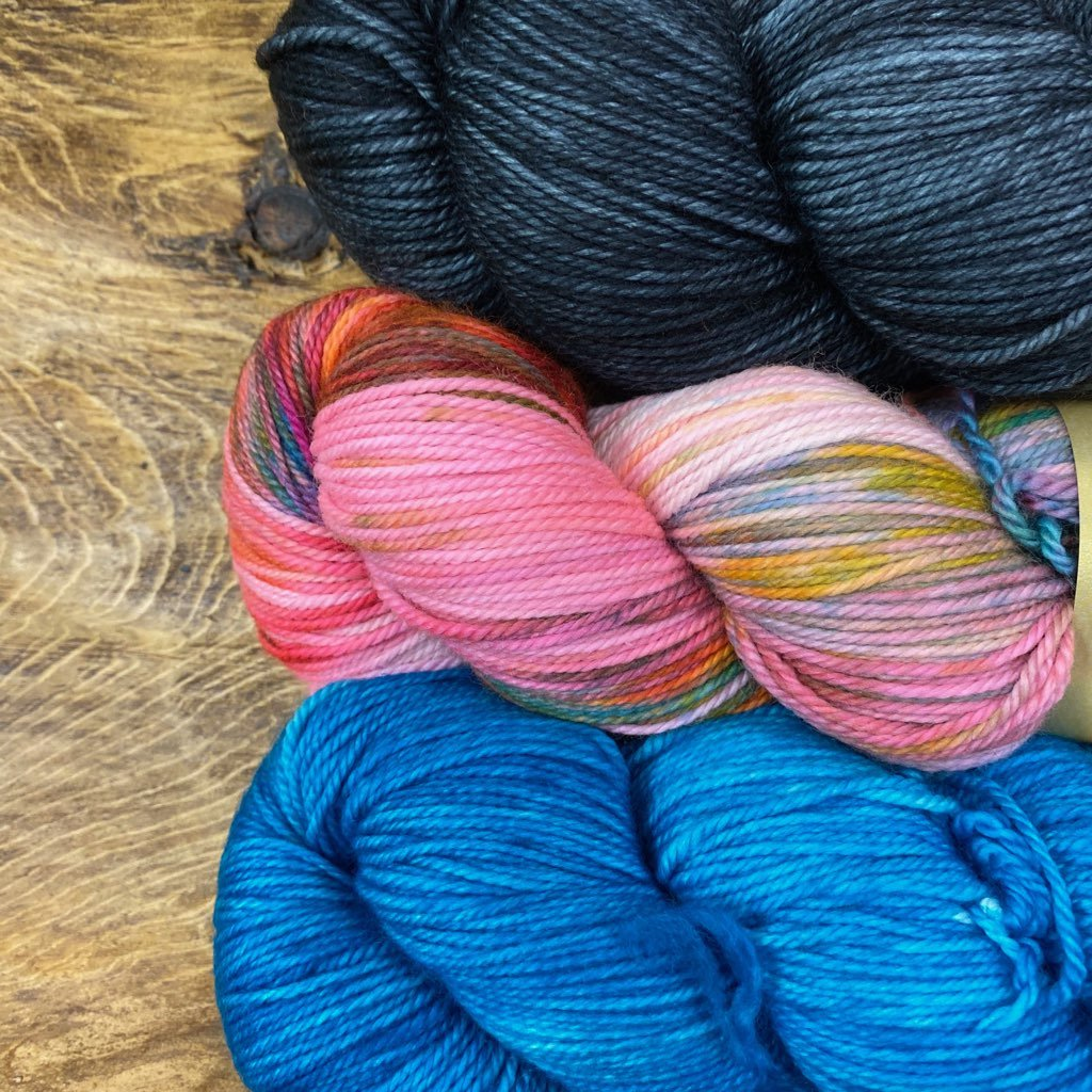 LYS Day 2020 Victorious Stole Kit - Dream in Color