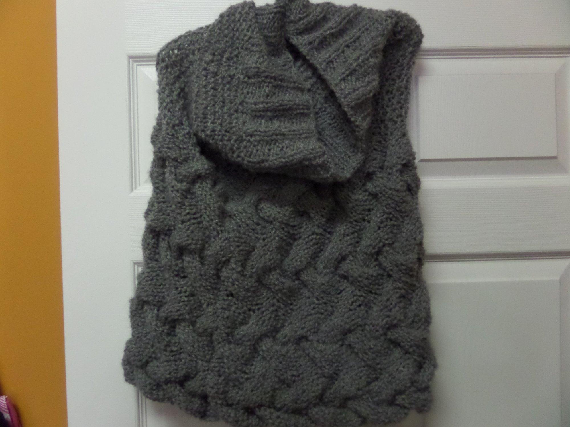 Grey Birch capelet model in Arctic yarn from Tahki