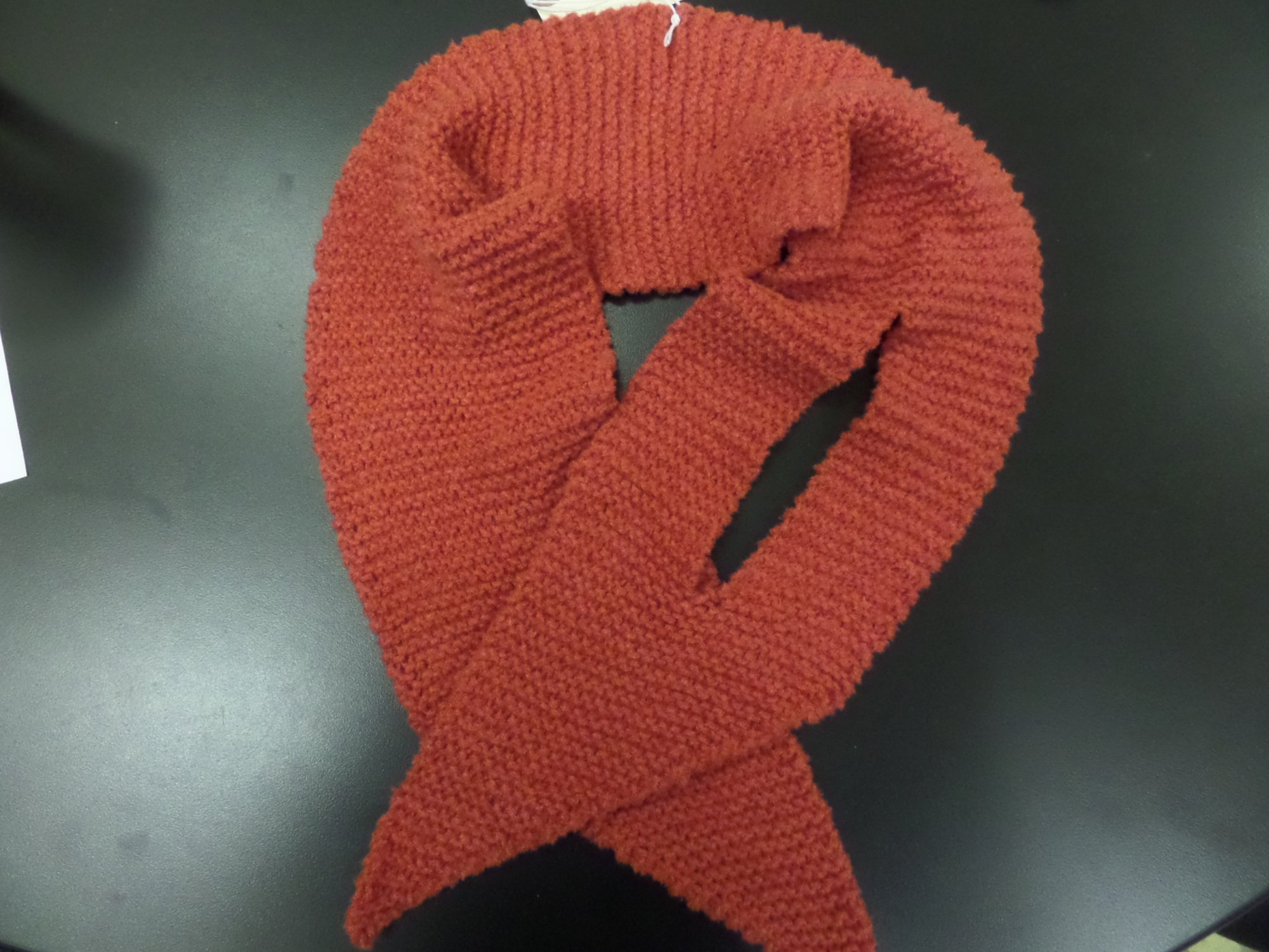 Keyhole scarf model in Velluto yarn from Lang