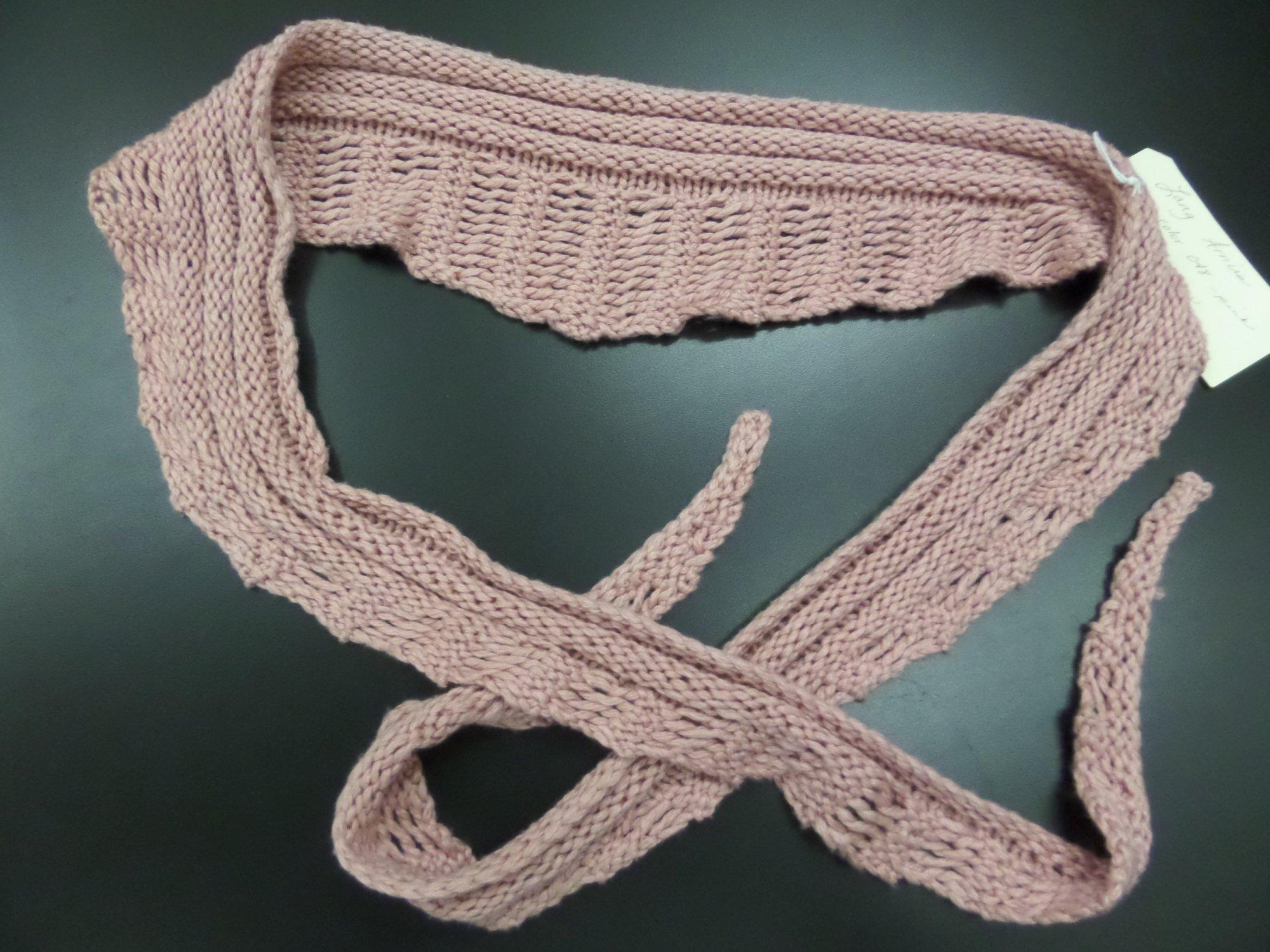 Gallatin scarf model in Amira yarn from Lang