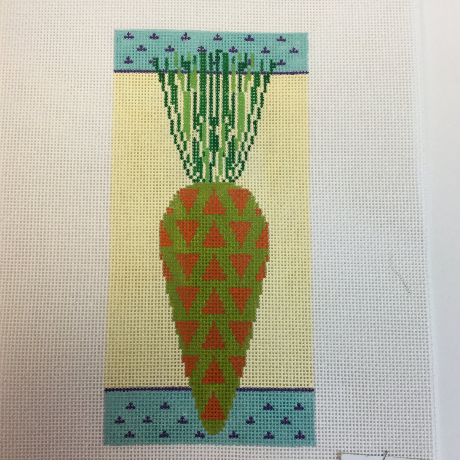 Carrot with Triangles, 18 ct, 3.5x7