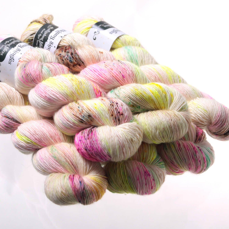 merino personals Webshop für händgefärbte wolle, sockenwolle, merinowolle und weiteres strickzubehör.