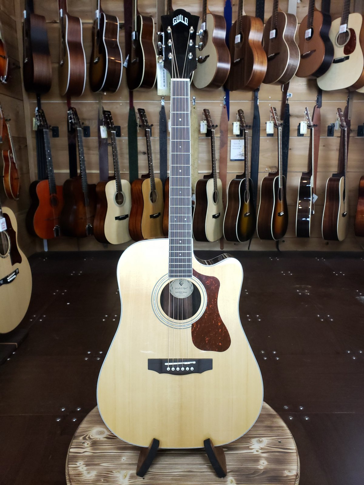 Guild D-260CE Deluxe Cutaway Electric Natural Dreadnaught Guitar w/ FREE Guild Gig Bag #0200