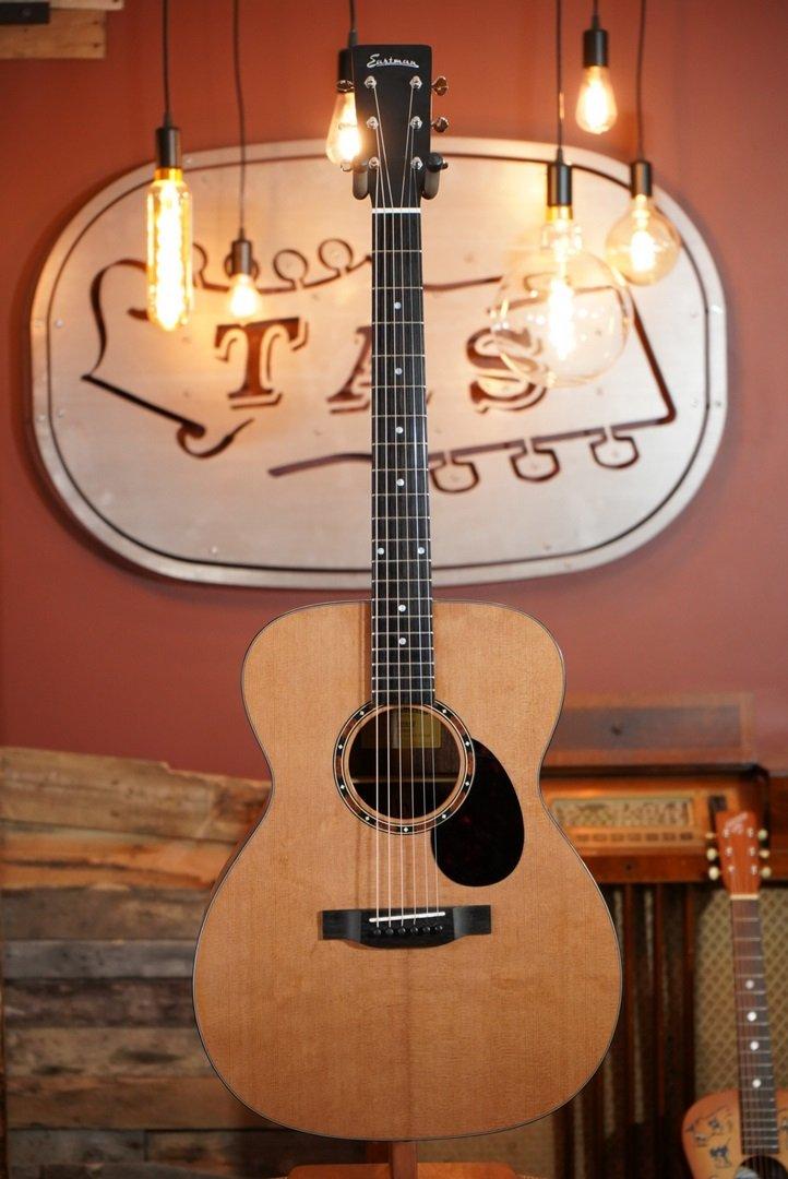 (Mint) Eastman E2OM Cedar Top / Sapele Back & Sides Acoustic #6259