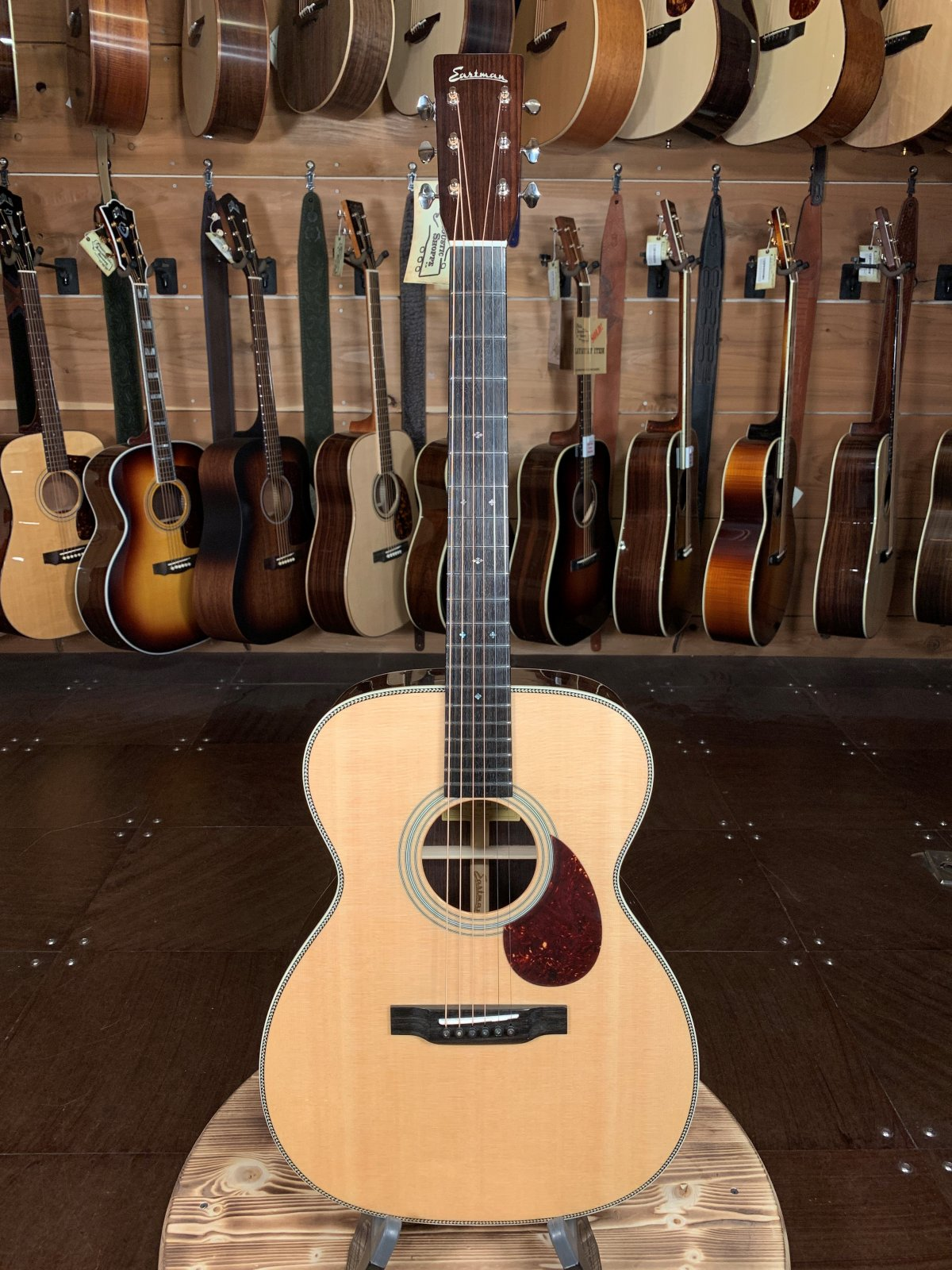 Eastman E8OM Sitka/Rosewood Orchestra Model Guitar #5065